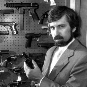Kryminolog uspokaja: trzymanie broni w domu nie skraca życia