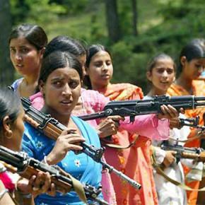 Kobiety w Indiach chwytają za broń
