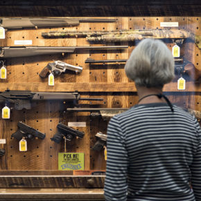 Ilu Amerykanów ukrywa broń palną przed ankieterami?